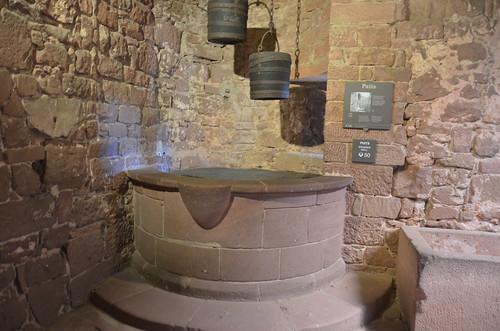 Le château du Haut-Koenigsbourg.Le puits.