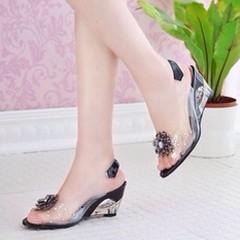 รองเท้าแก้ว ส้นสูงแฟชั่นเกาหลีสวยหรูหราแต่งดอกไม้แก้ว นำเข้า พรีออเดอร์HS9099 ราคา1100บาท สวยแบบเจ้าหญิงอินเทรนด์ ส้นสูงใสแบบแก้วสวยหรูหราให้คุณดูมั่นใจ เป็นรองเท้าส้นสูงสวยได้ในชุดทำงานและไปเที่ยวสไตล์เกาหลีไม่ซ้ำแบบใครใส่เข้าชุดชุดเดรสแฟชั่นสวยในงานราตร