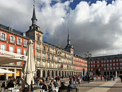 Madrid, Plaza Mayor (rotraud_71) Tags: spain spanien madrid plazamayor clouds sky people
