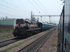 TKD WDM3A (Debatra) Tags: 12357 durgiana rampur northernrailway nr moradabaddivision mbdivn indianrailways india irfca ir up uttarpradesh tkd tughlakabad alco 18644 wdm3a diesel dieseltraction diesellocomotive locomotive loco train tracks railways rail railroad railwaystation passenger fujifilma850 fujifilm a850