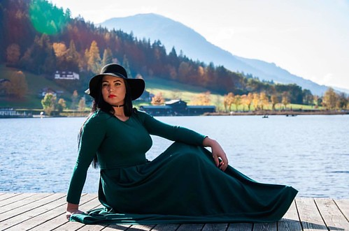If you like my #work #follow #me #girl #photography #photooftheday #portraitphotography #beautiful #dress #green #mountains #lake #water #prettygirls #amazing #sexymodel #coloful #hat #austria #tirol #pose #nikon #filllight #lights #model #مودل #بورتريت #