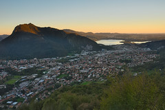 Valmadrera (Marco MCMLXXVI) Tags: lecco valmadrera lombardia pusiano lago lake monte mount barro mountain montagna city town citt cityscape landscape view vista panorama sunset tramonto dusk color light fall autumn summer season nature urban industrial travel tourism hiking escursionismo water sony nex5 italy working outdoor