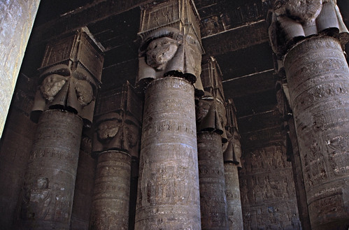 "Ägypten 1999 (523) Tempel von Dendera • <a style=""font-size:0.8em;"" href=""http://www.flickr.com/photos/69570948@N04/30467201083/"" target=""_blank"">View on Flickr</a>"