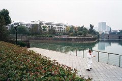 Taichi by the Creek (Taomeister) Tags: fujicolorindustrial100 gyoumuyou ricohgr1v 業務用100 fujifilmindustrialarchivalprint100 2828