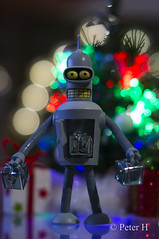 Bender's christmas (Peter H. Photographie) Tags: noël christmas cadeau gift bender futurama bokeh couleur color figurine figure toy robot samyang 85mm14 sony a580