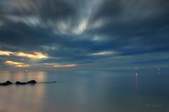 動與靜 (Lavender0302) Tags: 夕陽 雲 六塊厝 屯山 淡水 新北市 台灣 taiwan sunset clouds bluehour