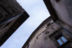 Geometrie (Il Condor (100K+ views)) Tags: paese mura geomerie