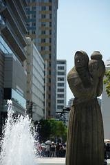 DSC00050.jpg (nori-ntst) Tags: park fountain statue sony sigma 日本 yokohama kanagawa f28 yamashitapark 70200mm 山下公園 神奈川県 山下町 横浜市 yamashitacho apo70200mmf28exdgoshsm nakakuyokohama α99 slta99v 中区横浜市