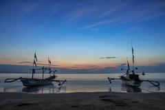 Menunggu Matahari Terbit | Ujung Genteng, Sukabumi