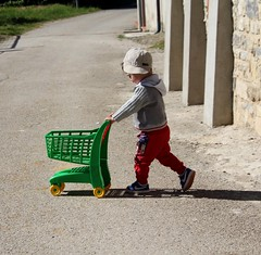 Little Marco With His Shopping Trolley (Vecchia Casa Umbria) Tags: old italy 3 countryside italia year may shoppingtrolley littleboy umbria maggio cuteboy bambino cutelittleboy vecchiacasa sweetlittleboy boywithatrolley boytrolley boyage3