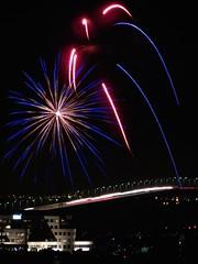 opening salvo (Riex) Tags: california lights fireworks fourthofjuly 4thofjuly independenceday fostercity lumieres sanmateobridge californie feudartifice 2014 schneiderkreuznach variogon z990 kodakeasysharemax