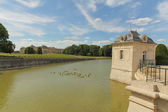 Chteau de Chantilly - Chantilly (France) (Meteorry) Tags: france water june pond europe palais chteau chantilly stables picardie domaine tang institutdefrance 2014 oise picardy meteorry curies annedemontmorency chteaudechantilly musecond museducheval jeanbullant honordaumet valoise domainedechantilly lesgrandescuries thegrandstables