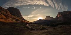 Vale dos Frades (Waldyr Neto) Tags: sunset mountains valley montanhas teresópolis valedosfrades parqueestadualdostrêspicos petp cloudsstormssunsetssunrises waldyrneto