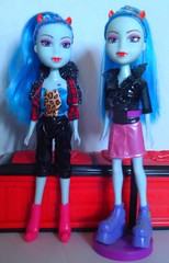 Witchina 2.0 and 1.0 (Just a Nobody) Tags: wild abbey monster toys high twilight doll teens freaky frankie simba fusion girlz fashiondoll mattel snaky zombia howleen clawdeen witchina ghostilla ghoulivia