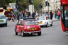 Hands free driving (kenjonbro) Tags: uk white london westminster trafalgarsquare mini minicooper charingcross themall sw1 austincooper worldcars kenjonbro smallcarbigcity canoneos5dmkiii b14ldn b15ldn kencorner canonzoomlensef9030014556