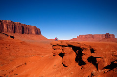 Mounument Valley (lloydie1963) Tags: morning winter red sky holiday nature landscape nikon walks colours view monumentvalley d90 ndgrad onlythebestofnature