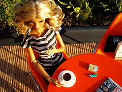 Aerial view (Deejay Bafaroy) Tags: portrait orange scale public coffee table toys outdoors miniatures miniature newspaper chair doll frost chairs stripes kaffee aerialview sunny going porträt blond blonde 16 lighter cigarettes tisch sonnig fr striped stuhl diorama stühle eugenia dioramas puppe zeitung draussen zigaretten streifen integrity vogelperspektive miniatur gestreift feuerzeug miniaturen fashionroyalty
