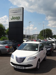 Swindon: T.H. White Chrysler Jeep (harry_nl) Tags: england britain swindon chrysler dealership 2014 ypsilon thwhite ycar