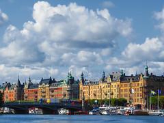 feine adressen | stockholm | 2014 (feliksbln) Tags: sky clouds buildings edificios stockholm himmel wolken cielo nubes residential residencial strandvgen wohnhuser
