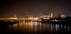 nebliges Dresden (matthias_oberlausitz) Tags: skyline dresden nebel nacht schloss frauenkirche spiegelung elbe beleuchtung lichter nachtaufnahme hofkirche albertinum semperoper beleuchtet neblig albertbrücke diesig