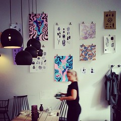 Sushibar + Wine Uudenmaankadun GRRR näyttelysarjassa vuorossa Laura Matikaisen ja Anna Nevan Epibiotic. Teokset myynnissä lyhentämättöminä taiteilijoille. #sushibarwine #grrr