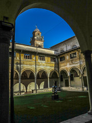 Chiesa E Chiostro Di Sant'Agostino (Blackburn lad1) Tags: archway italy pietrasanta arch architecture