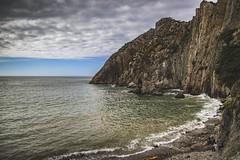 Septiembre en la playa v8 - Cuerno con cuerno (ponzoosa) Tags: playa beach silencio asturias arena acantilado cliff cantbrico sea ocean ocano mar cudillero jursico