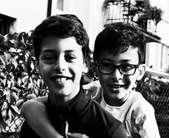 Deux expats heureux! (dominiquita52) Tags: portrait nb boys enfants children garons