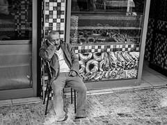 Street 196 (`ARroWCoLT) Tags: bnw bnwstreet people streetart üsküdar istanbul türkiye türkei turkey street sokak samsung photography outdoor siyahbeyaz art bw blackwhite monochrome blackandwhite arrowcolt nx300 man sleeping 30mm f2 sidewalk baker simitci ishootpeople siesta