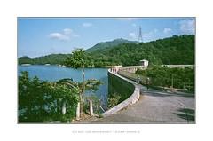 Kowloon Reservoir  (mr ivanchan) Tags: fujifilm fuji fujicolour fujichrome superia200 iso200 contaxg2 g2 carlzeiss contax biogon 2821mm 21mm reservoir kowloonreservoir hongkong film grain