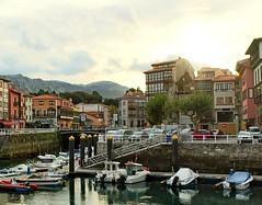El sol se pone en Llanes (acorsinofdez) Tags: llanes sunset puestadesol puerto landscape paisaje asturias canon canon100d