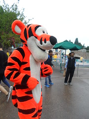 Disneyland Paris 2016 (Elysia in Wonderland) Tags: disneyland paris disney france theme park joe elysia lucy holiday 2016 meeting tigger character meet greet