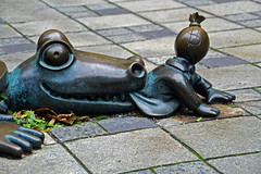 Alligator by Tom Otterness at MetroTech Commons - Downtown Brooklyn, NYC (SomePhotosTakenByMe) Tags: alligator tomotterness otterness stormdrain gullydeckel gully outoftheordinary kurioses outdoor usa america amerika newyork nyc newyorkcity brooklyn downtown innenstadt stadt city metrotechcenter metrotech metrotechcommons