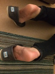 A friend wearing another friends  #toms! ;)   #gay # guy #feet #fetish #bare #nosocks #sockless #barefoot #shoes (FootboiMax) Tags: fetish sockless nosocks gay shoes toms feet barefoot bare
