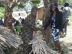 Farmer receives improved cassava stems (IITA Image Library) Tags: farmers cassava manihotesculenta farmersfieldday iitacta