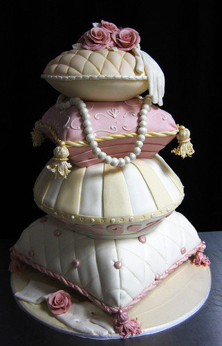 1930 Pillows Wedding Cake