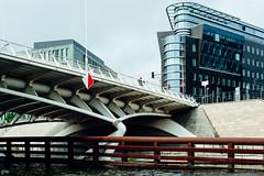Travelling in Berlin (Petra Wendt) Tags: bridge berlin architecture germany deutschland architektur brcke spree nikondf