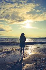 (Lucas LP) Tags: ocean sunset shadow beach water girl nikon wave d7000