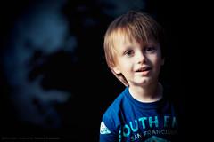 Find the witch (Sylvain_Latouche) Tags: blue light boy shadow portrait shirt witch alix strobist sylvainlatouche cactusv6