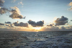 Langeoog / Baltrum (Dirk Stenzel) Tags: blue sunset clouds waves sonnenuntergang cloudy sigma bluesky northsea bluehour langeoog nordsee merrill foveon x3 blauestunde dp1 stunde