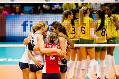 Brasil x EUA (Pru Leo) Tags: usa sports brasil indoor x volleyball olympic olympics esportes volley olimpiadas spo voley voleibol vlei olmpicos usavolleyball rio2016 sheillacastro