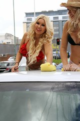 Hooters Nottm Carwash 17-8094 (yahweh70) Tags: nottingham hooters carwash bikini chantal charitycarwash hootersnottingham