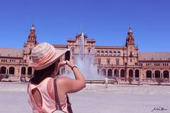 Fotogénica Plaza de España. (Julia_DP) Tags: plaza españa sevilla andalucía spain europa arte fuente sombrero belleza magia fotografía