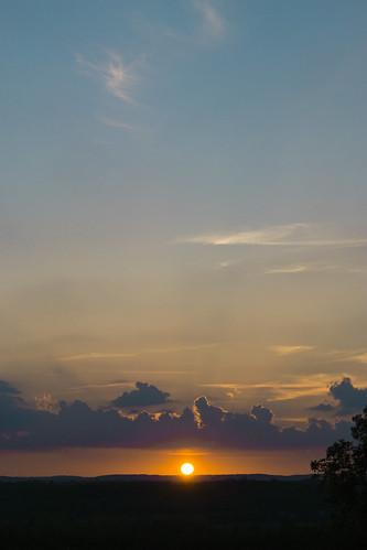 Merville. Coucher de soleil sur la vallée de la Save