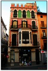 Casa Gaiet Vila, Olot (Jessur gustson) Tags: espaa canon spain modernism catalonia catalunya modernismo catalua modernisme eos20d garrotxa olot espanya tamron18200 elsenyordelsbertins gironaprovincia