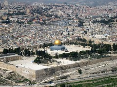 temple mount โดมทอง มัสยิด อัลศัครอห์ มัสยิดอัลอักศออยู่ซ้ายมือรูป