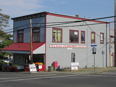 Superette Foods 687 Albert Street Nanaimo BC (kevin_in_bc) Tags: cornerstores cornershops cornergrocerystores