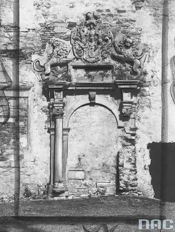Zamurowany portal zamkowy, 1937r. (NAC)