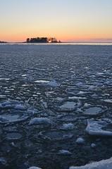 Sun setting (Mika Lehtinen) Tags: sun set sunsetting sundown ice freezing sea