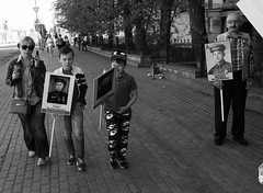 IMG_2277 (Slavik Terebov) Tags: canon1740l canon6d cosina1935 bw street people river ice cherepovets